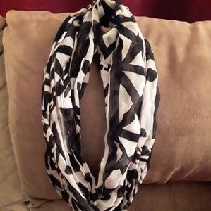 Accessories - Black and white scarf